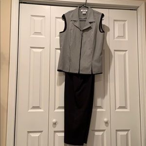 Lisa Jo Pants Suit Size 15/16